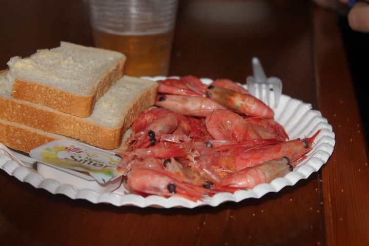 Food served on the cruise - Shrimp, bread, butter and mayo. I had 6 slices of bread and butter :|