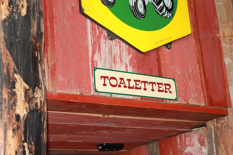 Love the language!  Toaletter - Toilet